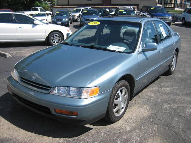 1994 honda accord 814 iowa street lawrence ks 66044 used cars for sale. Black Bedroom Furniture Sets. Home Design Ideas