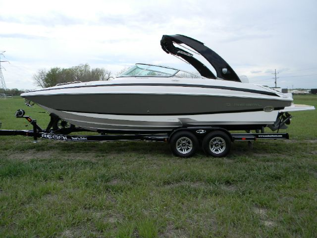 2013 Regal 27 FasDeck