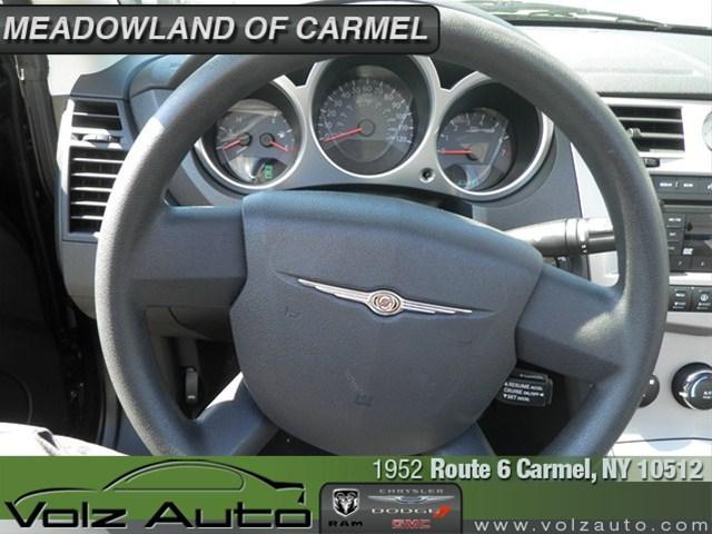 Image 22 of 2010 Chrysler Sebring…