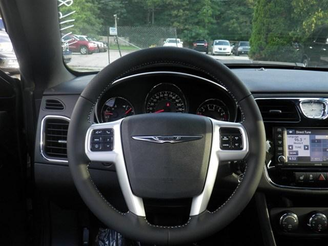 Image 18 of 2011 Chrysler 200 S…