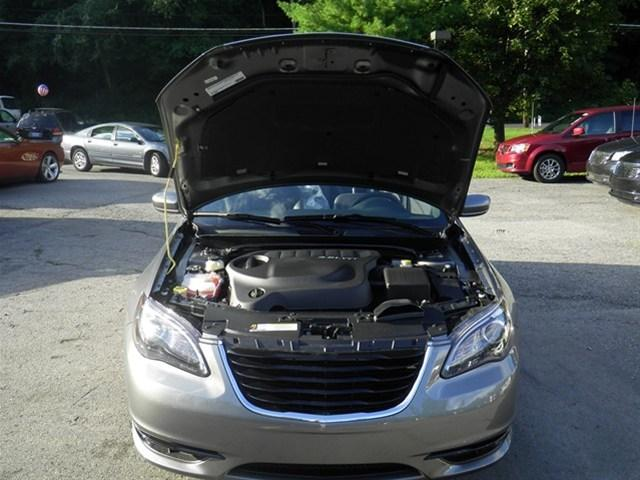 Image 29 of 2011 Chrysler 200 S…