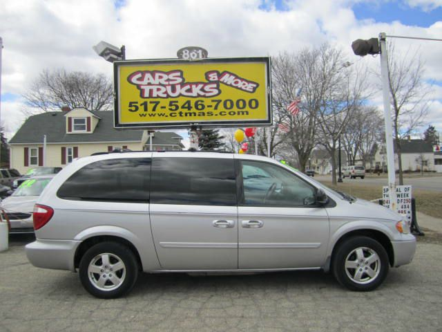 2006 DODGE GRAND CARAVAN SXT silver nice and clean   2006 dodge grand caravan with low miles at 8