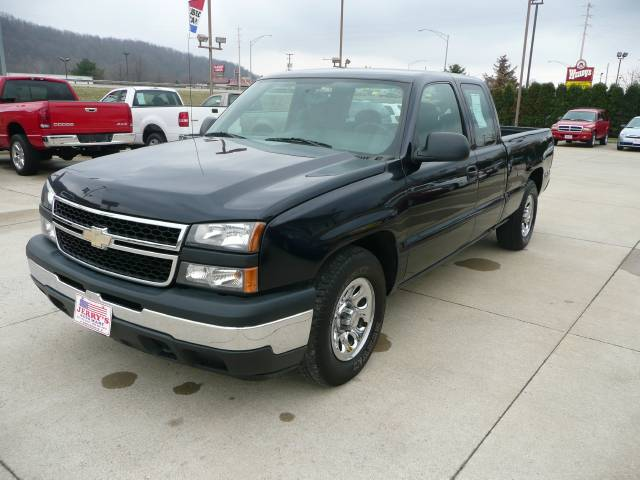 Picture of a 2006 Chevrolet Silverado 1500 LS Uhrichsville, OH