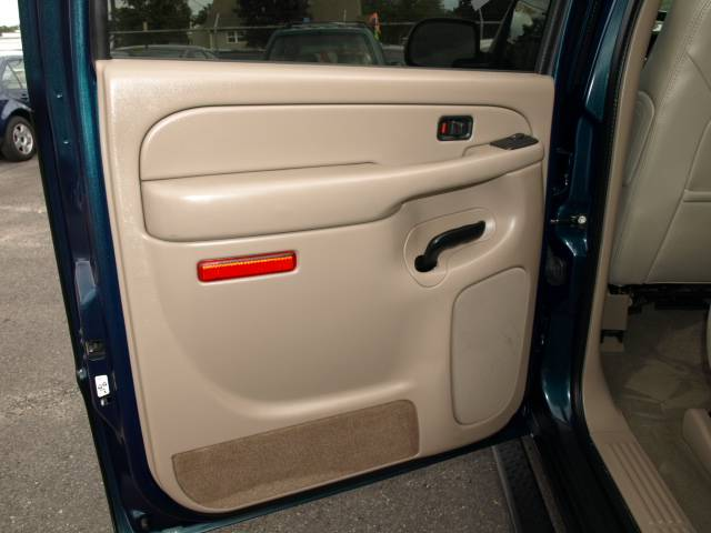 Image 2 of 2005 Chevrolet Avalanche…