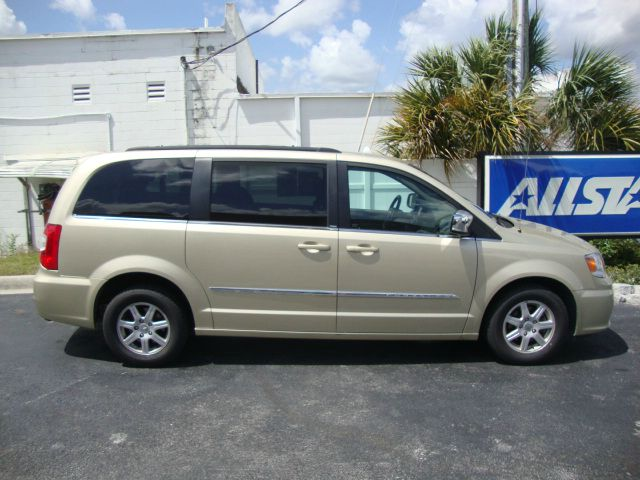 2012 Chrysler Town &amp; Country