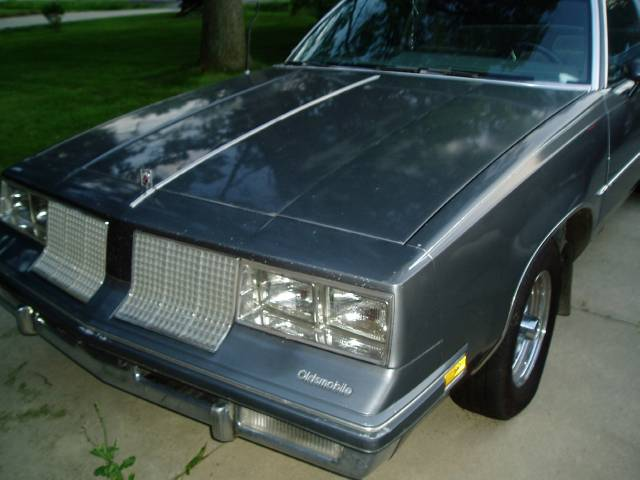 Oldsmobile Cutlass Supreme 1985. 1985 Oldsmobile Cutlass