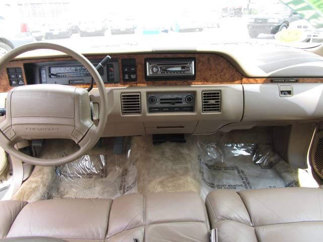 Chevrolet caprice sport fleet specs autos post for Classic house 1993