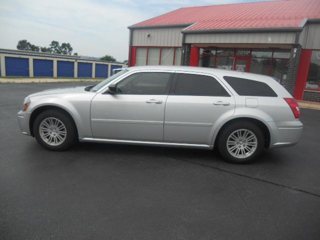 Image 8 of 2005 Dodge Magnum SE…