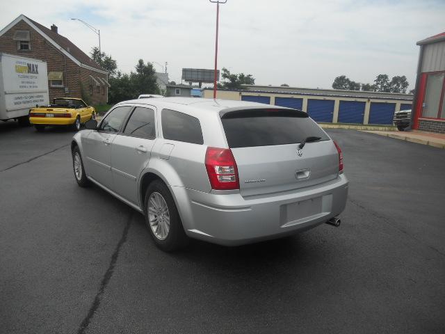 Image 9 of 2005 Dodge Magnum SE…