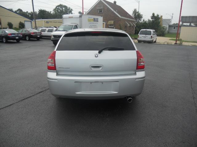 Image 10 of 2005 Dodge Magnum SE…
