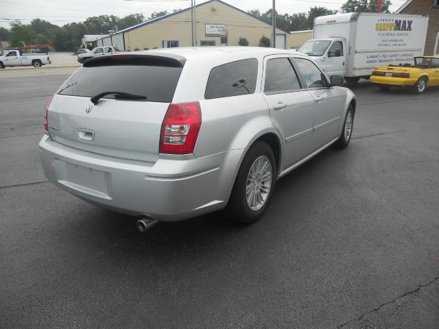 Image 11 of 2005 Dodge Magnum SE…