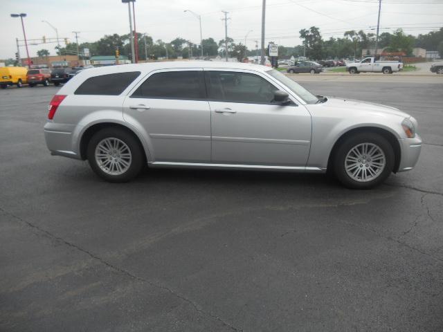 Image 12 of 2005 Dodge Magnum SE…