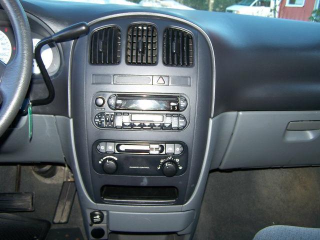Image 2 of 2004 Dodge Caravan SXT…