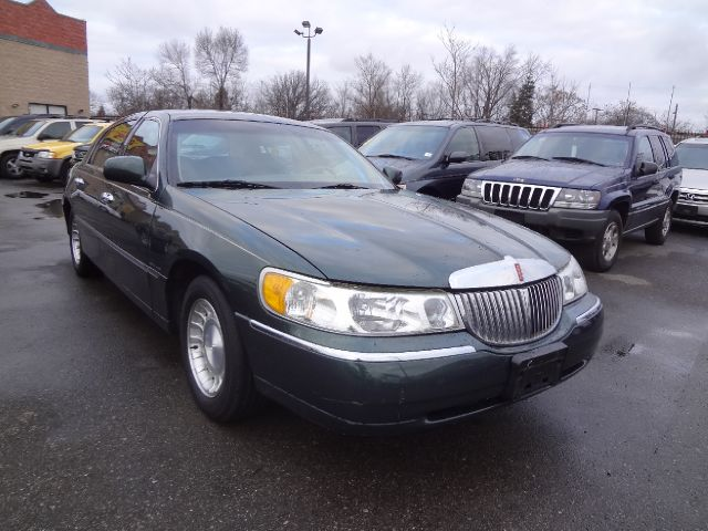2001 Lincoln Town Car Executive - Detroit MI