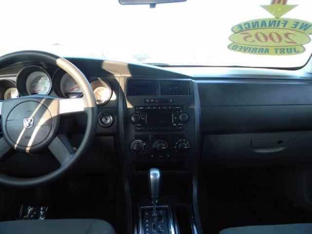 Image 6 of 2005 Dodge Magnum 4dr…
