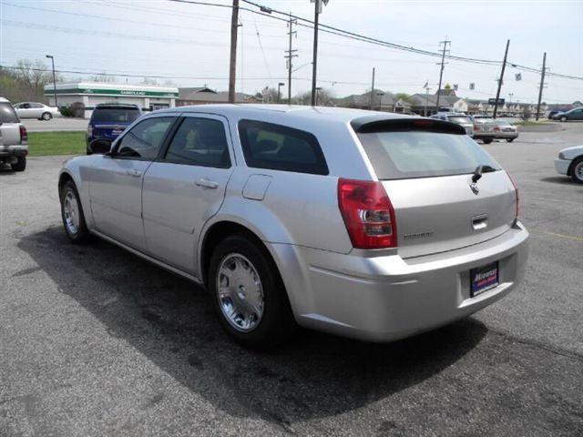 Image 22 of 2005 Dodge Magnum 4dr…