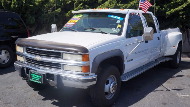 1995 CHEVROLET K3500 DIESEL white the combination of a 3 quarter ton truck with all the room you w