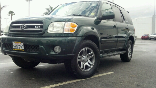 2004 TOYOTA SEQUOIA LIMITED green 2 wheel drive3rd row seat4 doorair conditioningalloy wheels