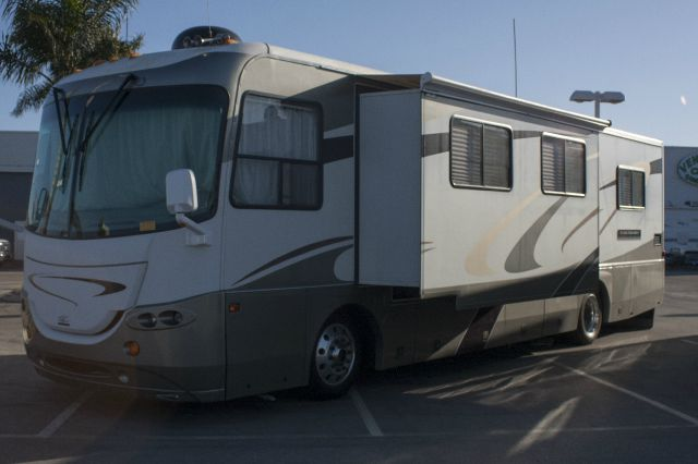 2005 COACHMEN CROSS COUNTRY - TURBO CHARGED DIESEL LIMITED EDITION white and charcoal our coachm