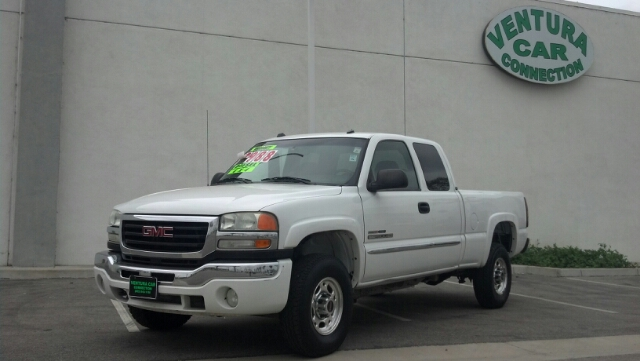 2004 GMC SIERRA 2500 SLE white even after 2003gs redesign the 2500hd received limited changes i