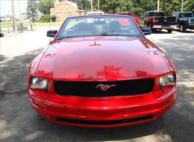 Image 3 of 2005 Ford Mustang DELUXE…