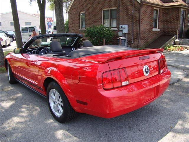Image 5 of 2005 Ford Mustang DELUXE…