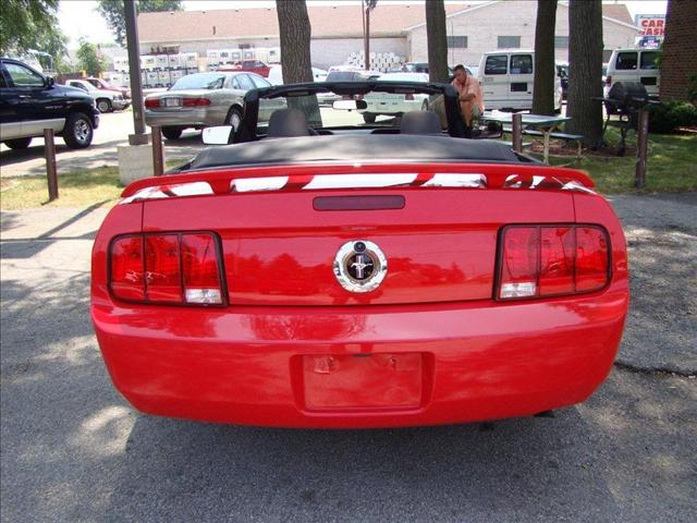 Image 6 of 2005 Ford Mustang DELUXE…