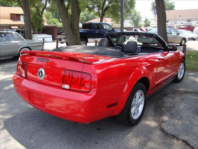 Image 7 of 2005 Ford Mustang DELUXE…