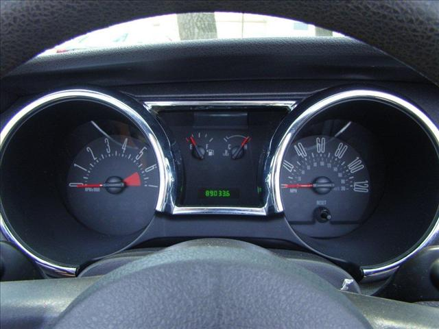 Image 10 of 2005 Ford Mustang DELUXE…