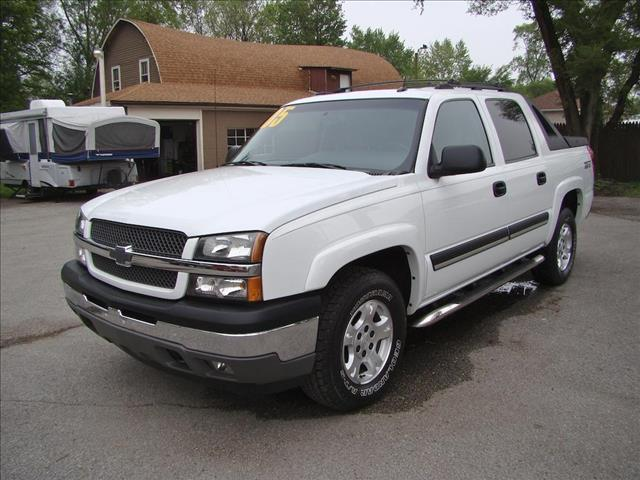 2005 Chevrolet Avalanche 1500 CREW CAB LS - Highland IN