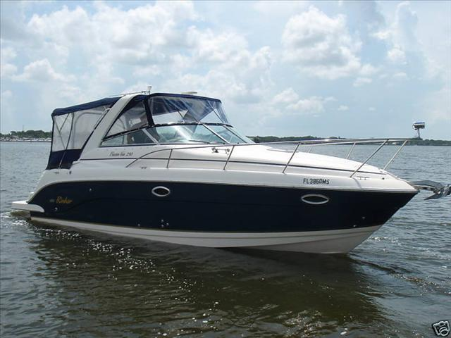 2004 RINKER 290 FIESTA VEE