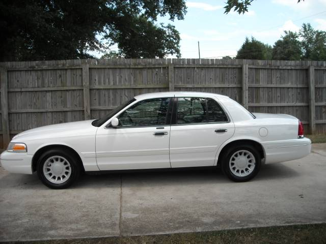 2001 Ford Crown Victoria 952