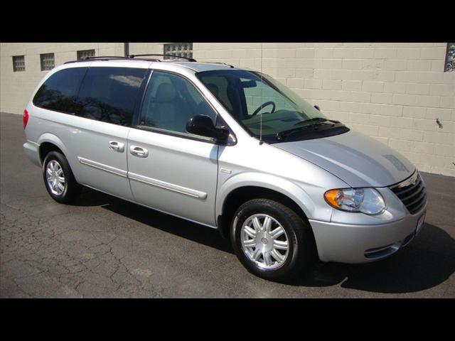 Image 1 of 2007 Chrysler Town &…
