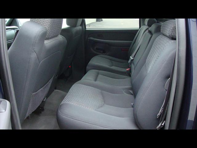 Image 2 of 2004 Chevrolet Avalanche…
