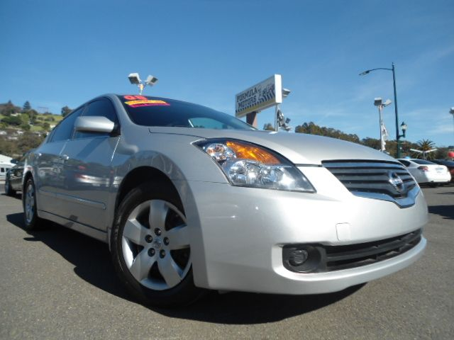 2008 NISSAN ALTIMA 25 S silver this is a super clean nissan altima 25s with only 56k miles  