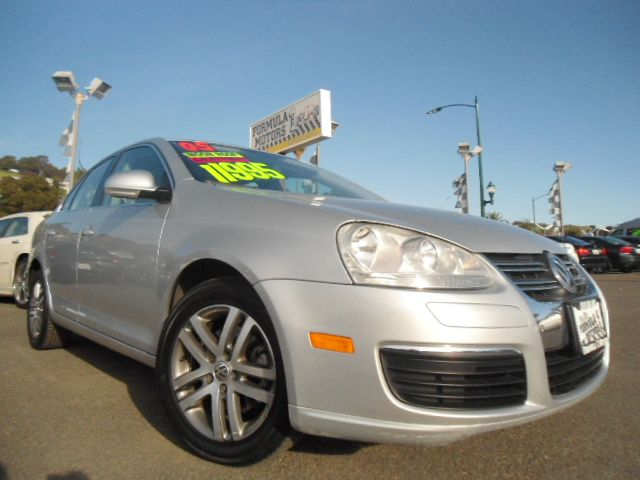 2005 VOLKSWAGEN JETTA 25L silver this jetta is super clean inside and out  it is fully loaded w