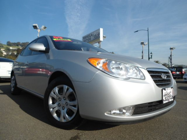 2009 HYUNDAI ELANTRA GLS silver this is a super clean and economical hyundai elantra  the car dri