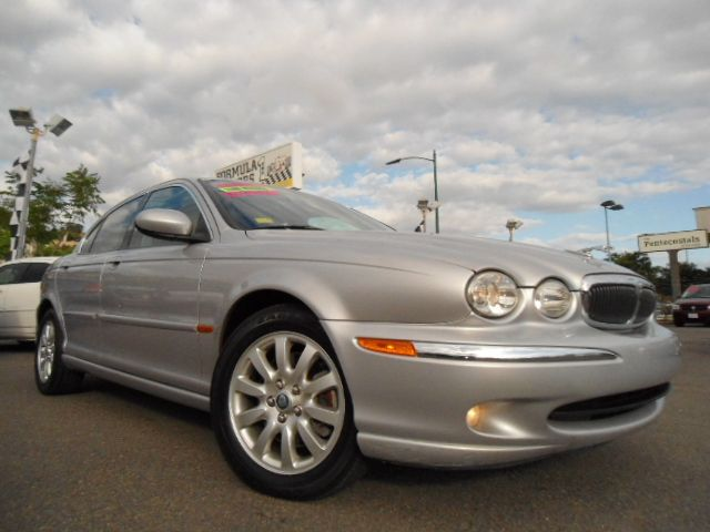 2003 JAGUAR X-TYPE 25 silver 4wdawdabs brakesair conditioningalloy wheelsamfm radioanti-br