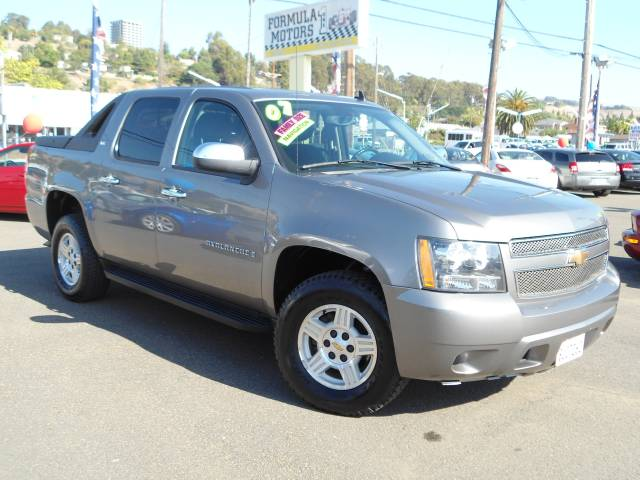 2007 CHEVROLET AVALANCHE LS grey this vehicle is loaded and a super  clean truck which look like i