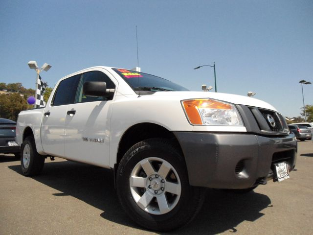 2008 NISSAN TITAN XE CREW CAB 4X4 PREFERRED PKG white this is a 4x4 crew cab titan with all the be