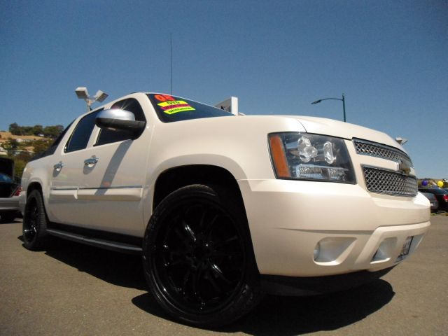 2008 CHEVROLET AVALANCHE LTZ 2WD pearl white this is a one of a kind 2008 chevy avalanche ltz pack
