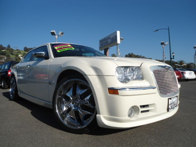 2006 CHRYSLER 300C HEMI pearl white this 300c is 1 of a kind   so many options to list    all 