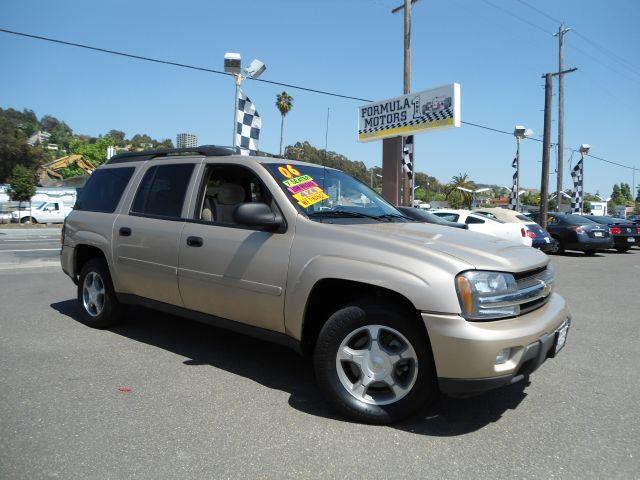 2006 CHEVROLET TRAILBLAZER EXT LS gold this trailblazer is loaded with all power options and also 