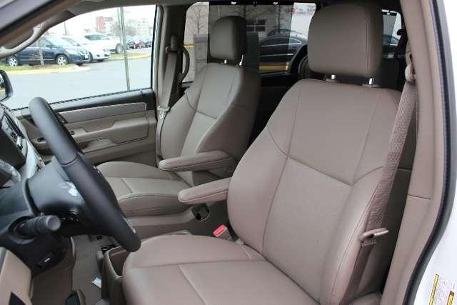 Image 3 of 2011 Volkswagen Routan…