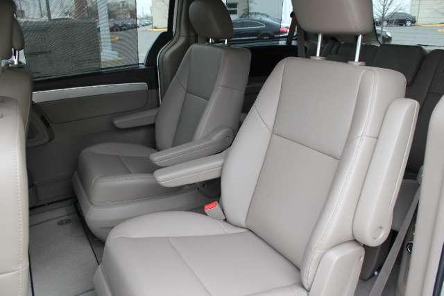 Image 4 of 2011 Volkswagen Routan…