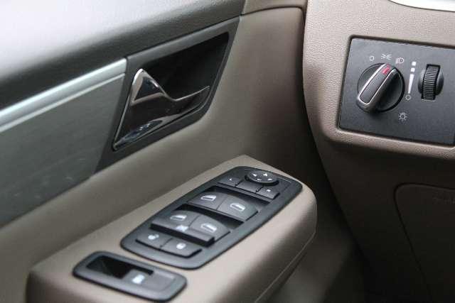 Image 10 of 2011 Volkswagen Routan…