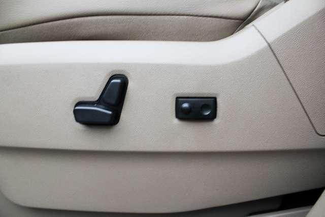 Image 16 of 2011 Volkswagen Routan…