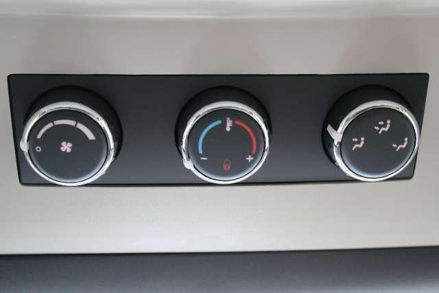 Image 24 of 2011 Volkswagen Routan…