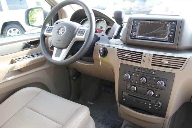Image 28 of 2011 Volkswagen Routan…