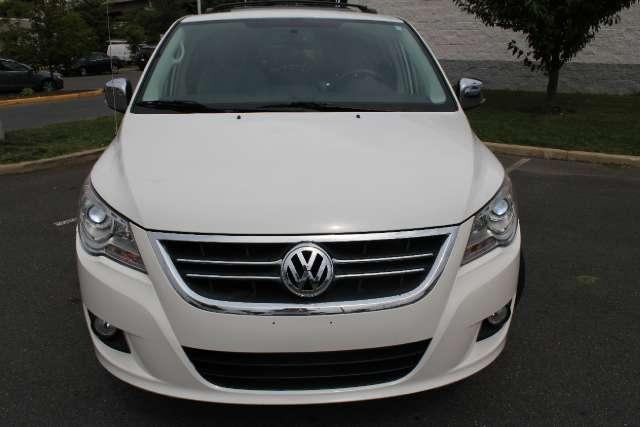 Image 6 of 2010 Volkswagen Routan…